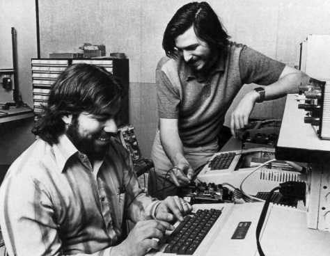 woz-and-jobs-working-on-the-apple-ii-in-their-garage-in-mountain-view-claifornia-1-january-1976-pic-apple-computer